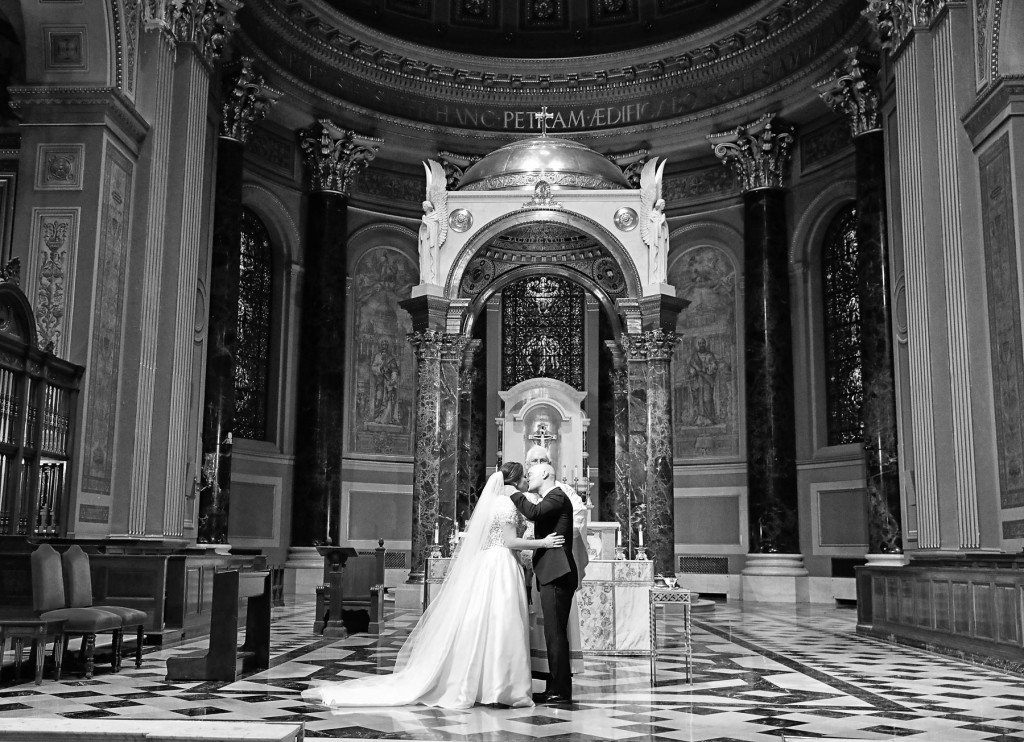 Cathedral-Basilica-of-Saints-Peter-and-Pau-Wedding-09
